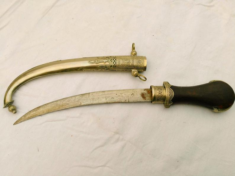 Silver moroccan dagger. Traditionnal Berber dagger. Koummya.