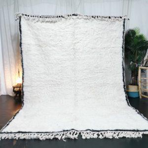 Beniourain Bordered Moroccan Rug - Tribal Area Rug - Woven Rug - Beni Ourain Rug - Wool Area Rug - Living Room Decor - White Carpet.