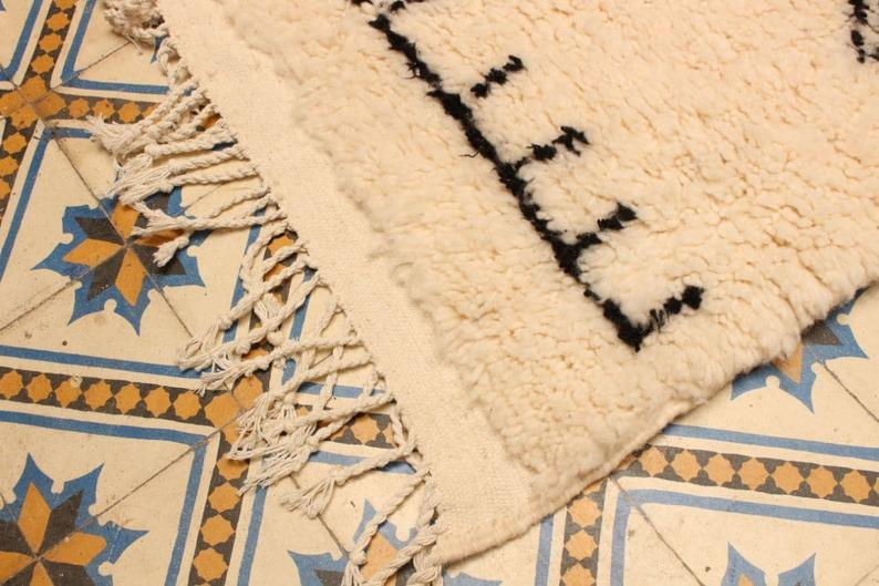 Moroccan rug 6.5x5ft, Beni ouarain rug, woven area rag rug, hand knotted wool carpet by berber women.