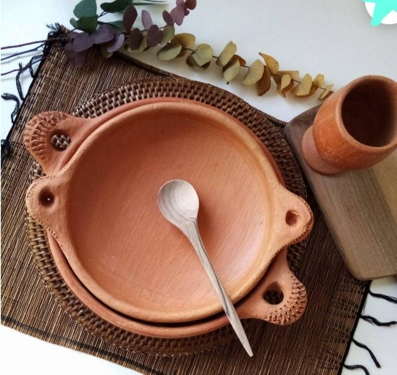 Pottery dishes, plate, Moroccan crafts,The clay plates tagine national dishes,The handmade pottery of craftsmen