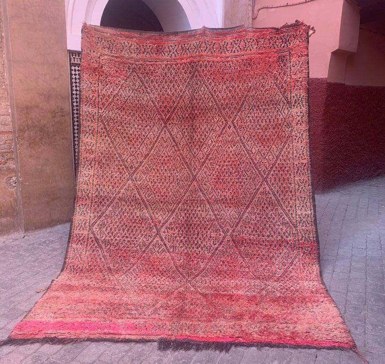 Beautiful Moroccan rug Beni mguild Moroccan carpet