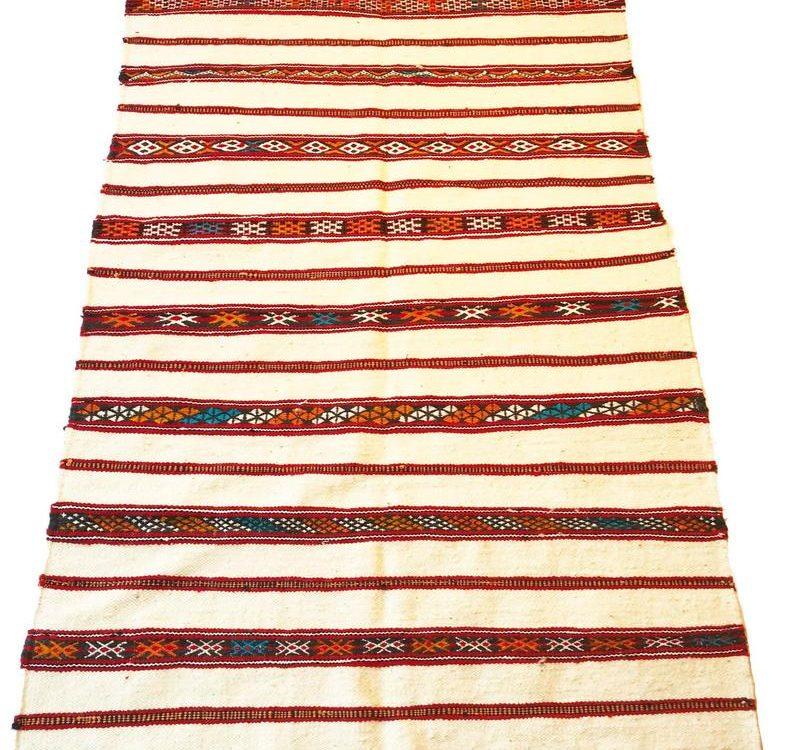 White Moroccan kilim Berber rug, hand-woven, wool.