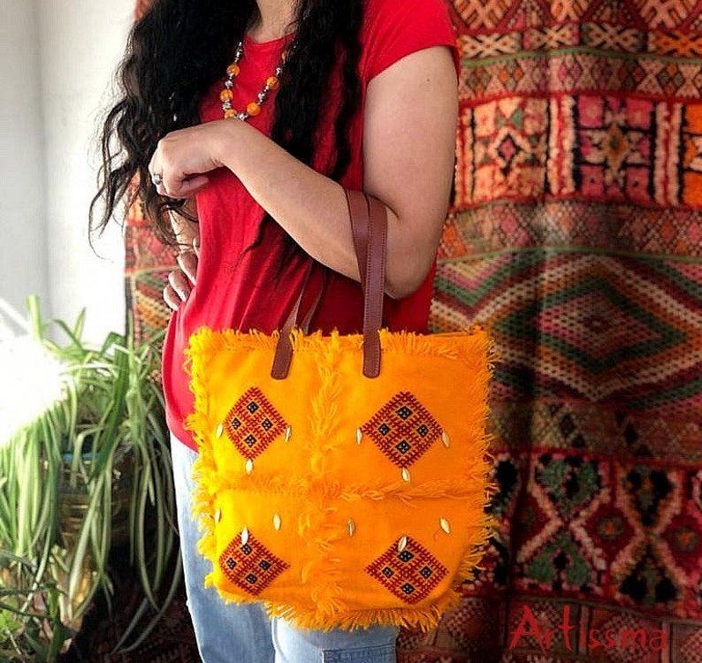 yellow Berber bag, Berber leather bag, special gift idea, bohemian bag, woolen bag, Moroccan textille, boujaad vintage, broderie berbère