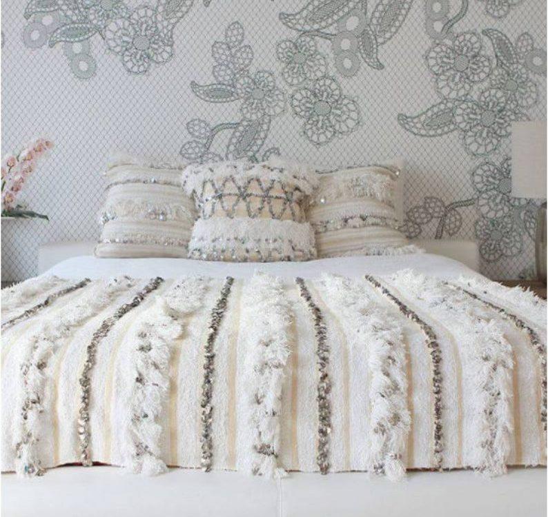 MOROCCAN COVER HANDIRA + 2 white Pillows for free